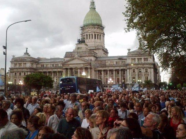 Miles de Argentinos en la marcha por Nisman