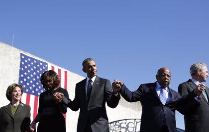"""Obama reconoce que """"queda trabajo por hacer"""" contra el racismo"""