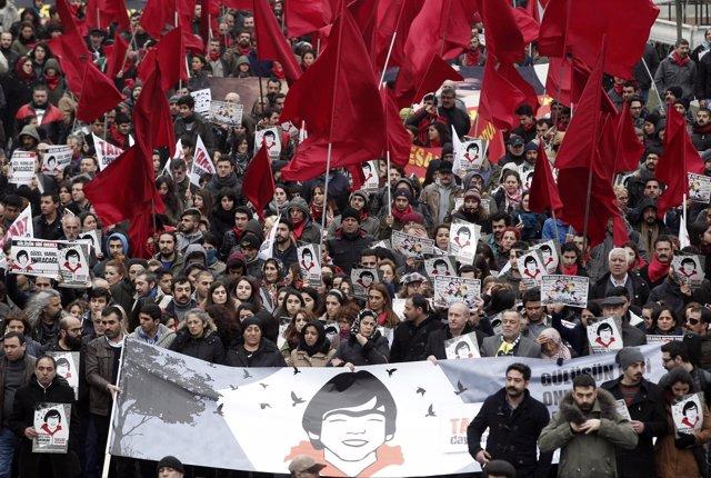 Protesta en Estambul por el aniversario de muerte de Berkin Elvan