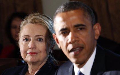 """Obama felicita a Hillary Clinton por ordenar la revelación de sus correos y defiende la """"transparencia"""""""