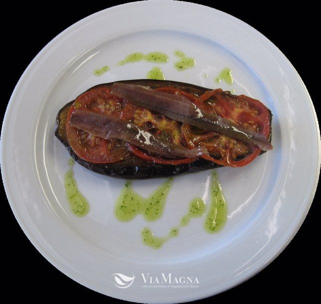 Receta berenjena con tomate y anchoas al perfume de albahaca