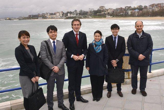El alcalde con una delegación de Singapur