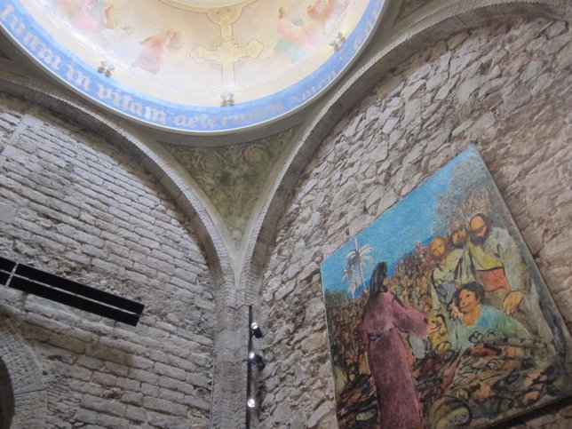 Pintura de P.Pastor en el muro y del s.XIX en la cúpula, en St Just i Pastor