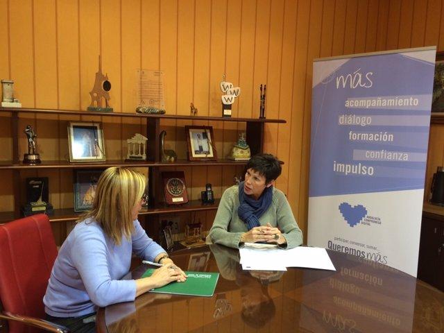 La delegada Marta Rueda y la alcaldesa Fuengirola Ana Mula