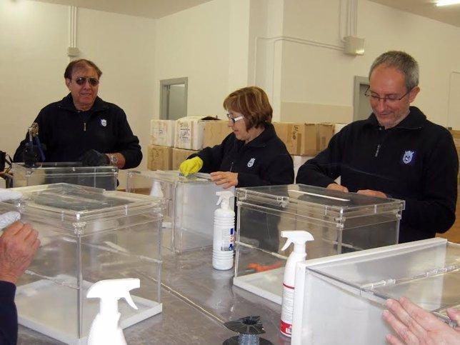 Contratados cinco trabajadores para preparar el material electoral.