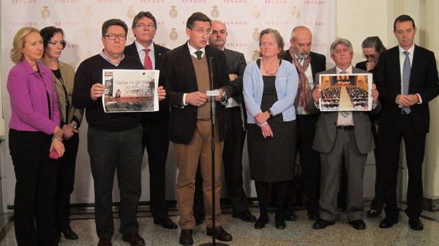 Sánchez Teruel, con compañeros socialistas, hoy en el Senado
