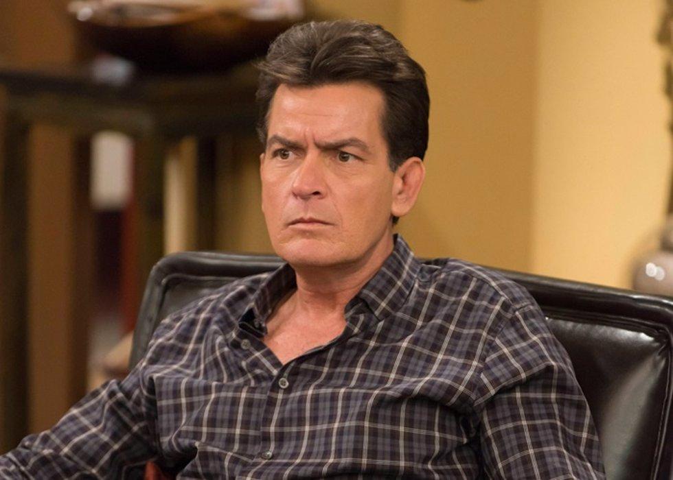 Charlie Sheen tacha de 'inmaduro' el final de 'Dos hombres y medio'