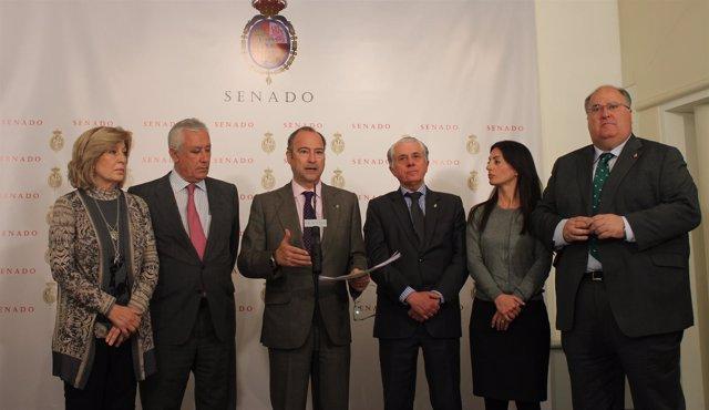 Senadores del PP y PSOE tras un pacto sobre no demolición de pisos ilegales