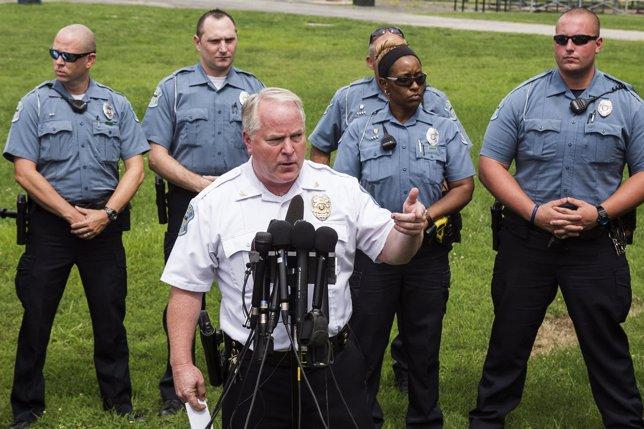 Dimite el jefe de la Policía de Ferguson, Thomas Jackson