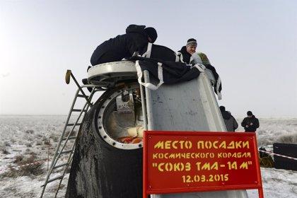 La nave espacial 'Soyuz' regresa a la Tierra con tres tripulantes de la ISS