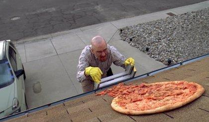 El creador de Breaking Bad pide a los fans que dejen de tirar pizzas a la casa de Walter White