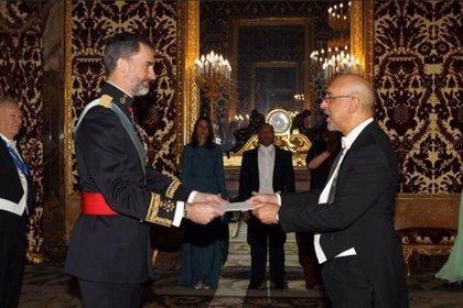 Nuevo embajador de R.Dominicana entrega credenciales al Rey de España