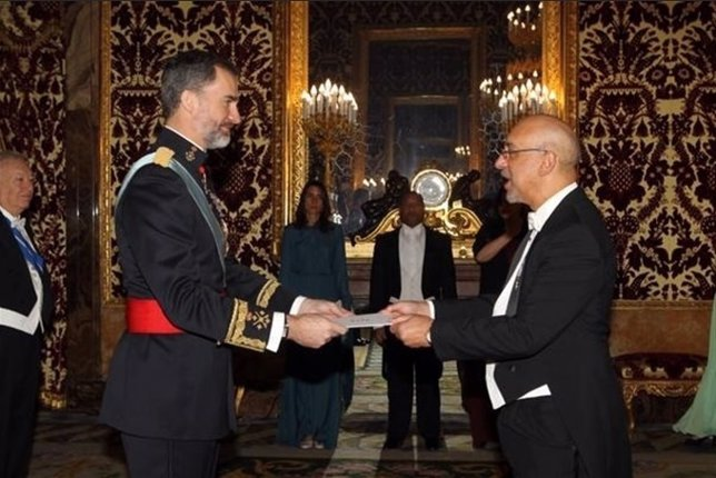 El Rey con embajador de R. Dominicana  Aníbal de Castro