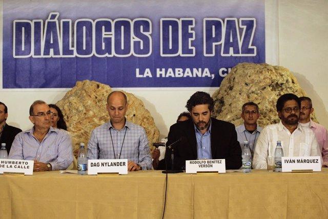 Los negociadores y los mediadores en el proceso de paz colombiano.
