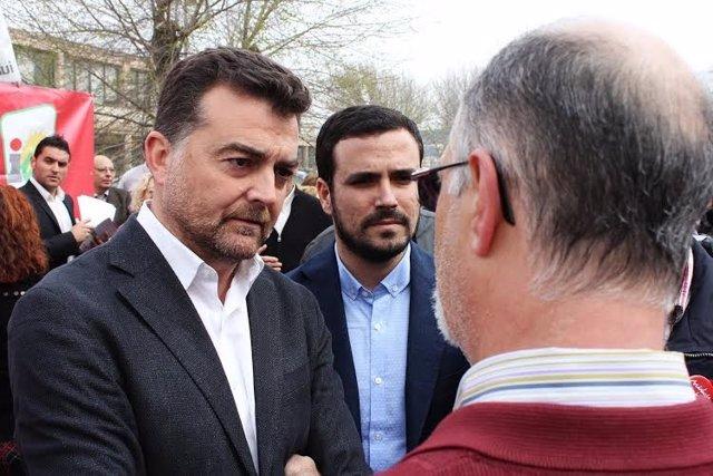 El candidato de IU al Gobierno central, Alberto Garzón, junto a Maíllo.