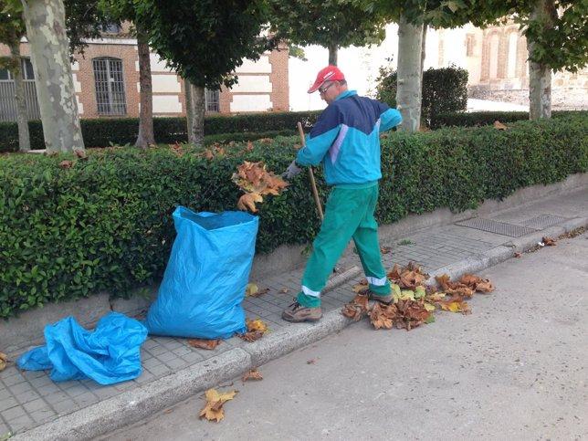 Trabajador contratado en Samboal (Segovia)