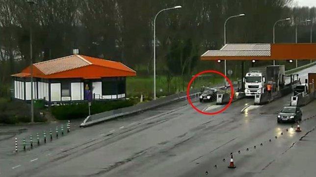 Vehículo de dos fugitivos franceses en la AP-7