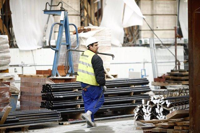 Los costes laborales caen un 1,6%