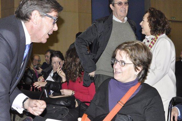 Arturo Aliaga (PAR) con la presidenta de CERMI-Aragón, Marta Valencia.