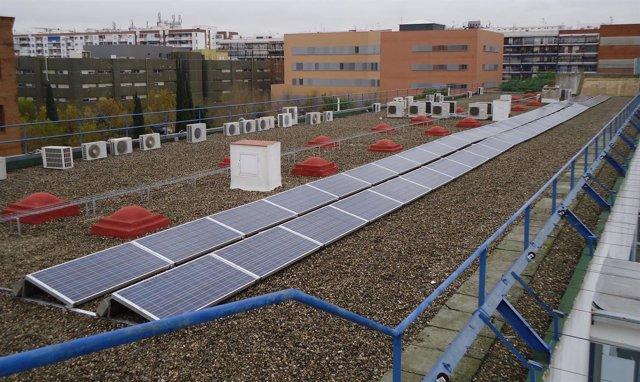 Planta fotovoltaica en la Facultad de Matemáticas de la US