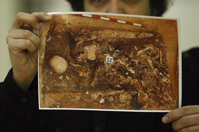 Foto de los restos de Miguel de Cervantes en la presentación del informe
