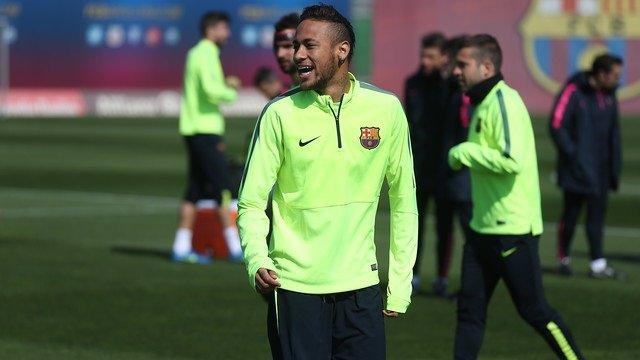 Neymar durante el entrenamiento
