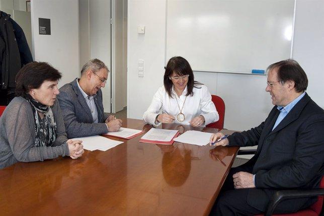 Firma del convenio entre Salud y el Colegio Oficial de Enfermería.