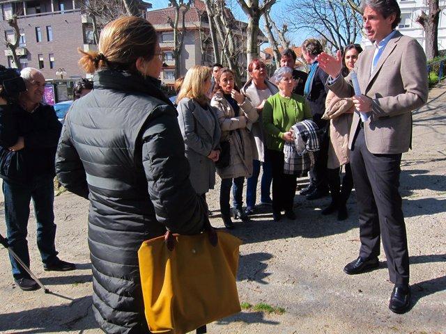 El alcalde en la visita al Parque Menéndez Pelayo