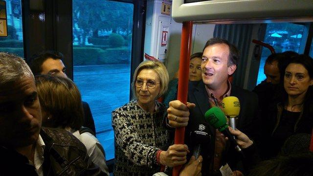 Rosa Díez y De la Herrán en el tranvía.