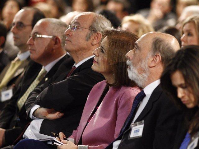 Ana Botella y el doctor Etxeberría en la presentación del informe de Cervantes