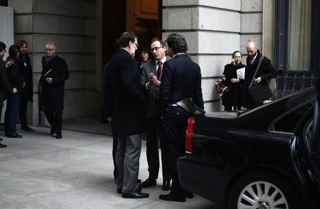 Alfonso Alonso y Mariano Rajoy a las puertas del Congreso