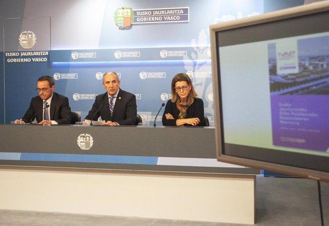 Angel Toña (a la izquierda de la imagen).