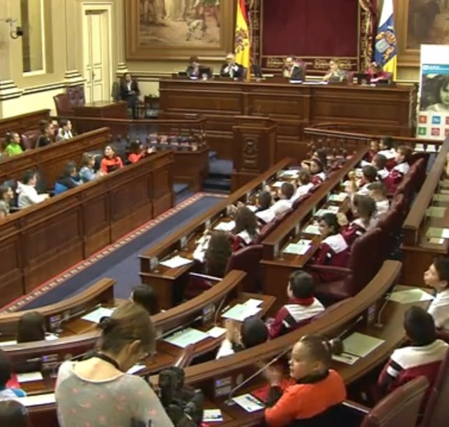 Celebración de un pleno infantil en el Parlamento de Canarias