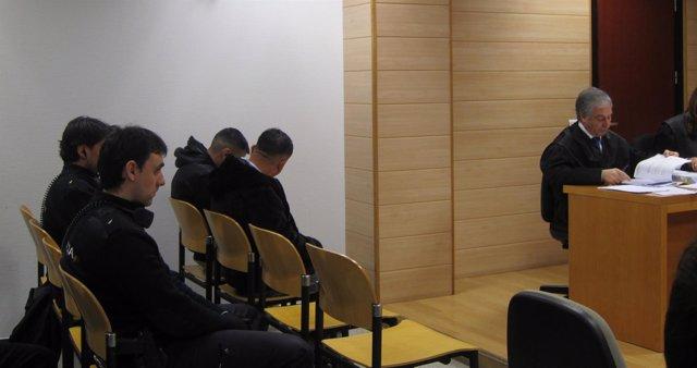 Fiscalía rebaja su petición de pena para dos de los acusados por robos a chinos