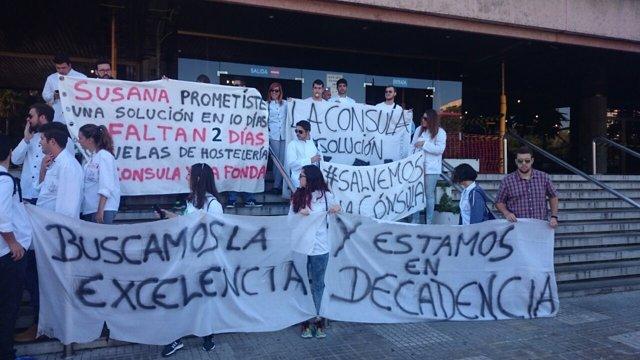 Concentración Fonda Cónsula en puerta delegacion educación 120315 protesta