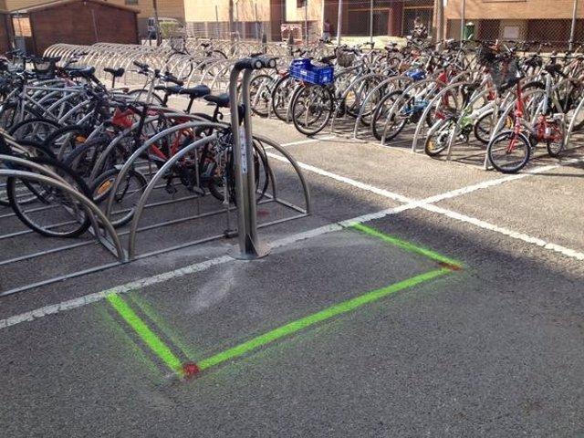 Punto de autorreparación de bicicletas en la Facultad de Matemáticas