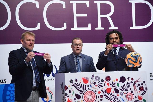 Robert Prosinecki y Christian Karembeu en el sorteo de fútbol playa de Bakú 2015