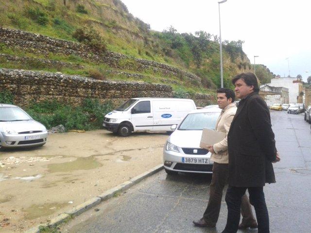 Gabriel Cruz (PSOE), en el aparcamiento de La Merced.