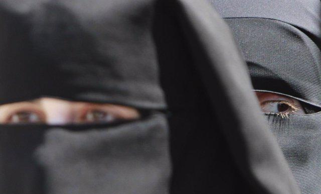 Mujeres musulmanas palestinas con niqab