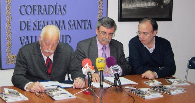 José Miguel Román (centro) presenta la Semana Santa 2015