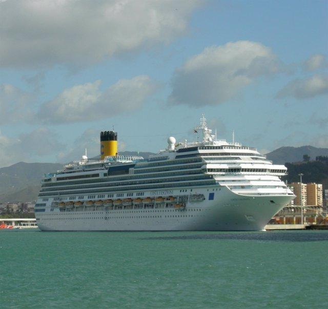 Costa Fascinosa crucero buque puerto Málaga cruceristas pasajeros turismo