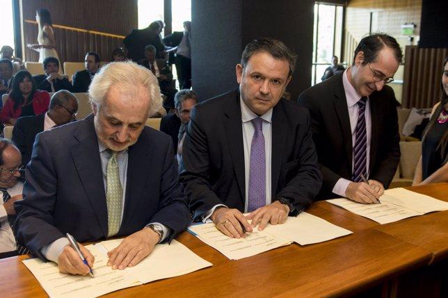Firma del acuerdo para crear el CIAR