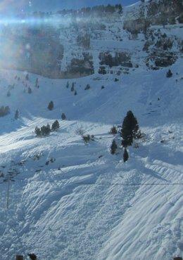 Alud en el Pirineo oscense.
