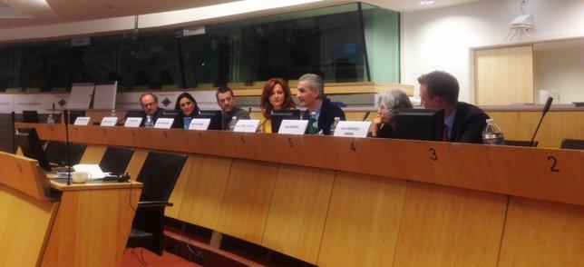 Juan Pablo Rebolé (tercero por la izquierda) durante el encuentro europeo
