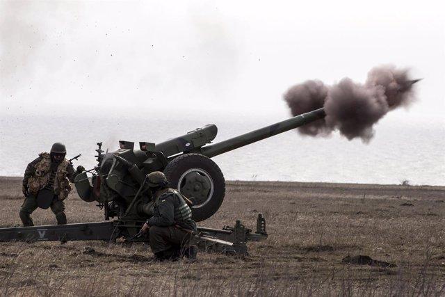 Pieza de artillería de una unidad de voluntarios ucranianos