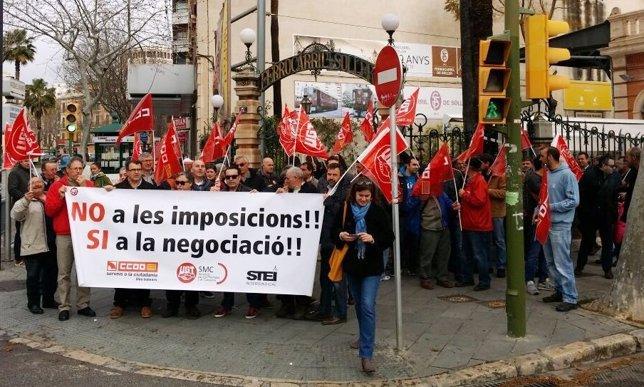 Trabajadores del tren de sóller protestan contra la destrucción de empleo