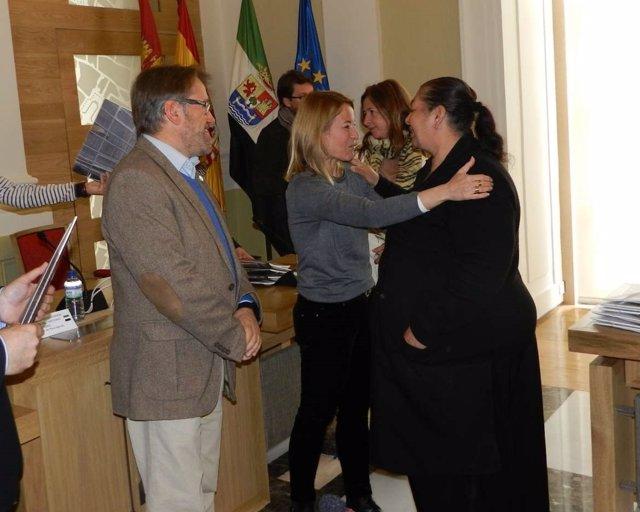 Víctor del Moral y Elena Nevado entregan viviendas sociales