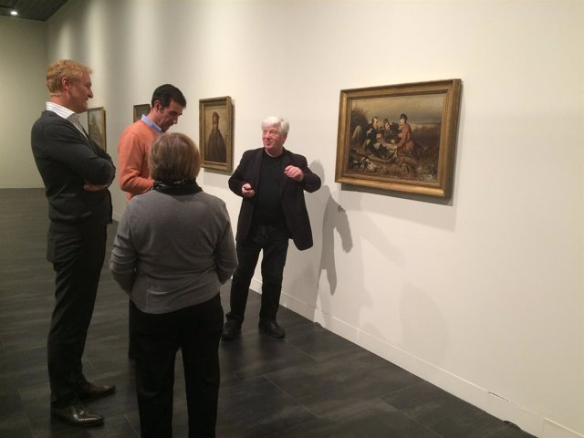 El director de la Albertina, Klaus Albrecht Schröder (izq), visita el Museo Ruso