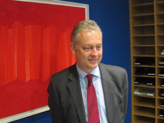 El embajador británico, Simon Manley, en su reunión con empresarios asturianos.