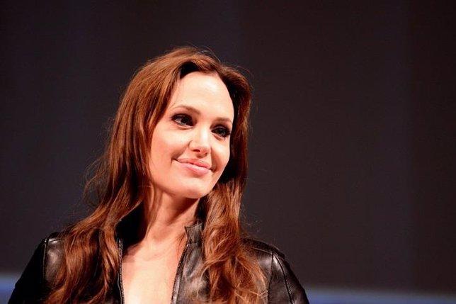 Angelina Jolie, se extirpa los ovarios